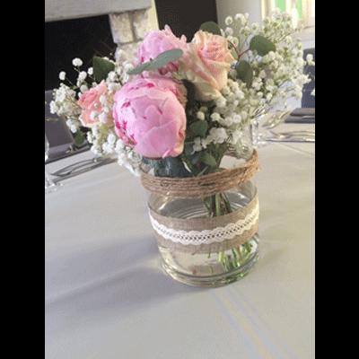 d coration mariage centre de table pivoine rose et gypsophile des fleurs plein la t te. Black Bedroom Furniture Sets. Home Design Ideas